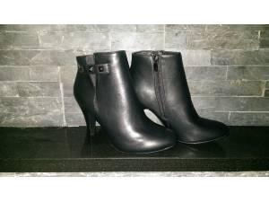 Čierne kotníkové čižmy