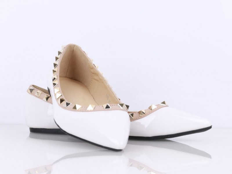 Vybíjané balerínky biele