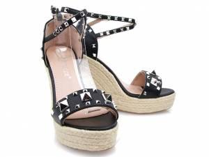 Čierne sandálky na platforme