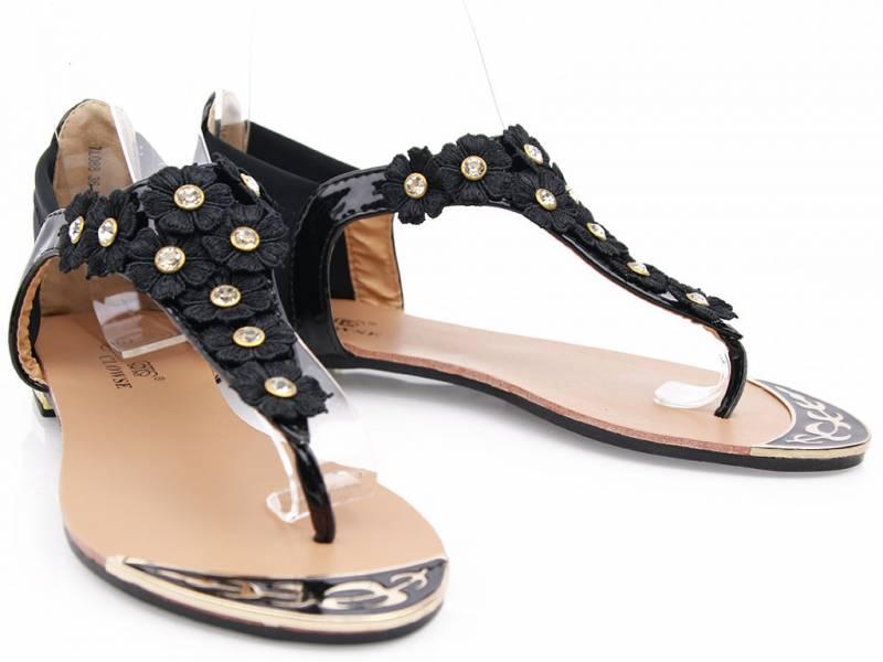 Čierne kvetinkové sandálky