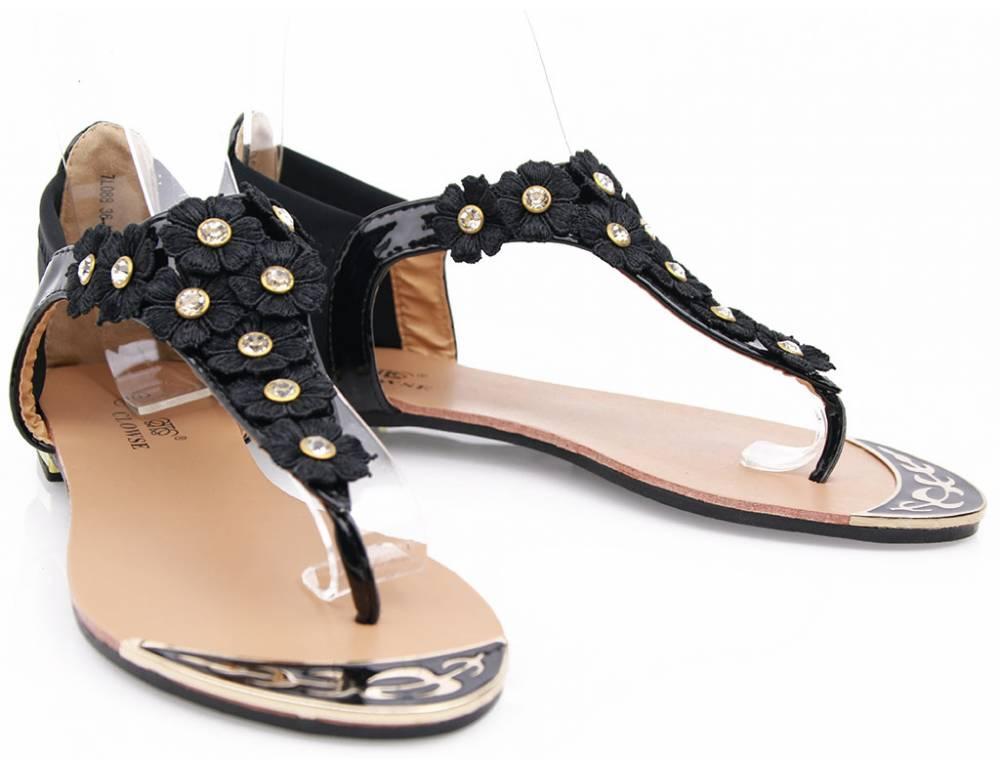 7a4ca833a9 Čierne kvetinkové sandálky ...