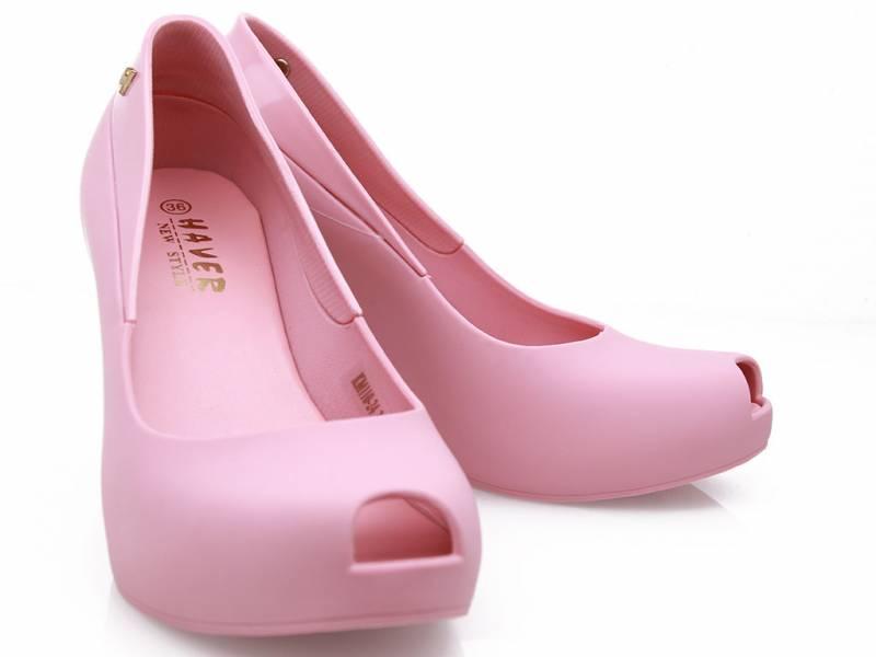 Ružové gumky na platforme