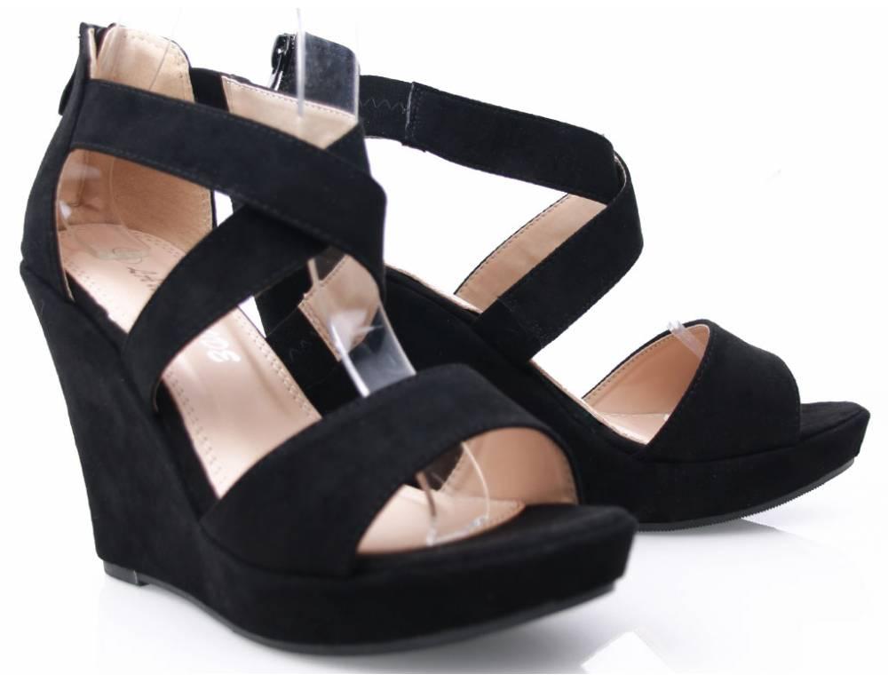 cc598d105656 Čierne sandálky na platforme ...