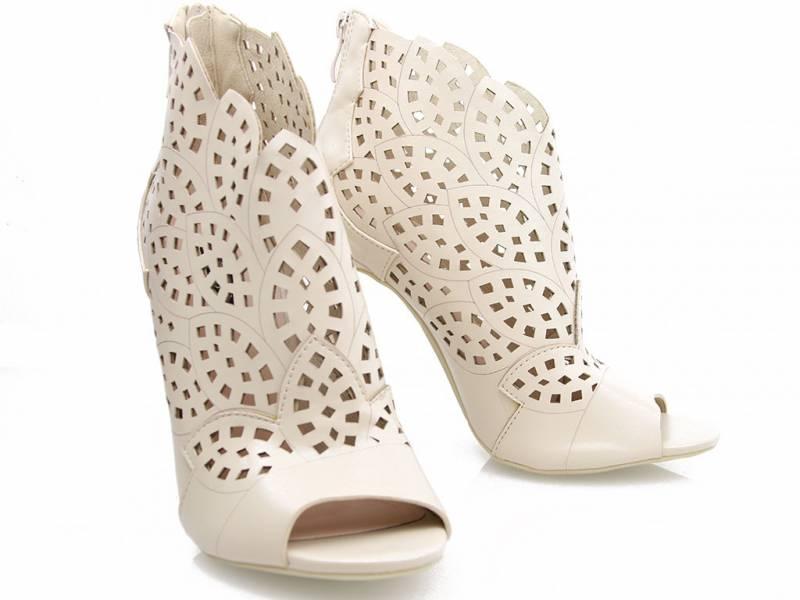 Béžové členkové sandálky