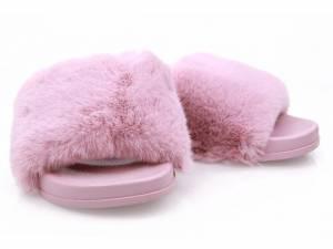 Ružové huňaté šľapky