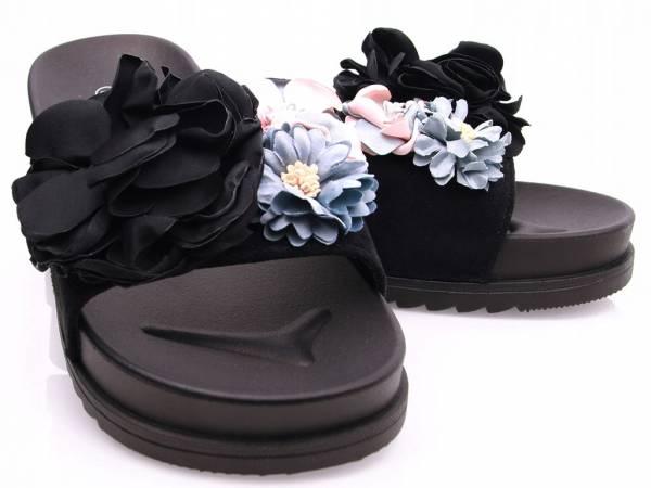 Čierne kvetinové šľapky