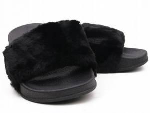 Čierne kožušinové šľapky