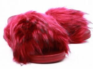 Červené huňaté šľapky