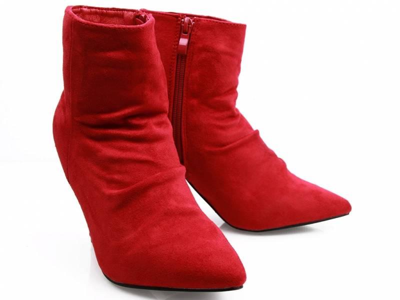 Červené semišové čižmy