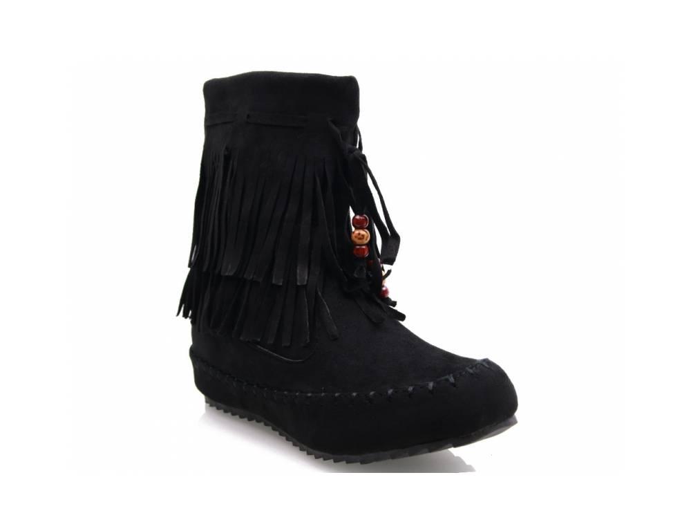 69b937433bb1 ... Čierne čižmičky so strapcami ...
