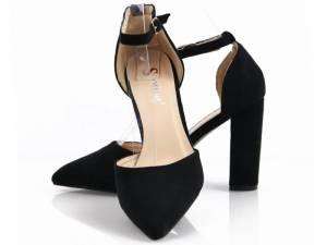 Čierne špicaté sandálky