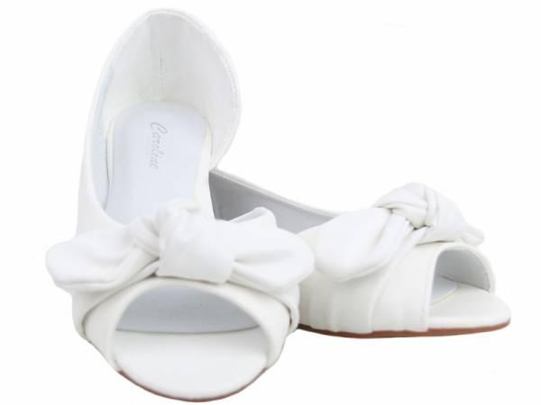 Biele lacné balerínky