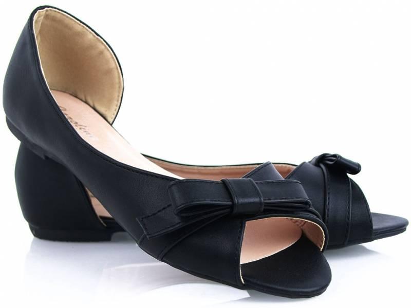 Čierne balerínky ako sandálky