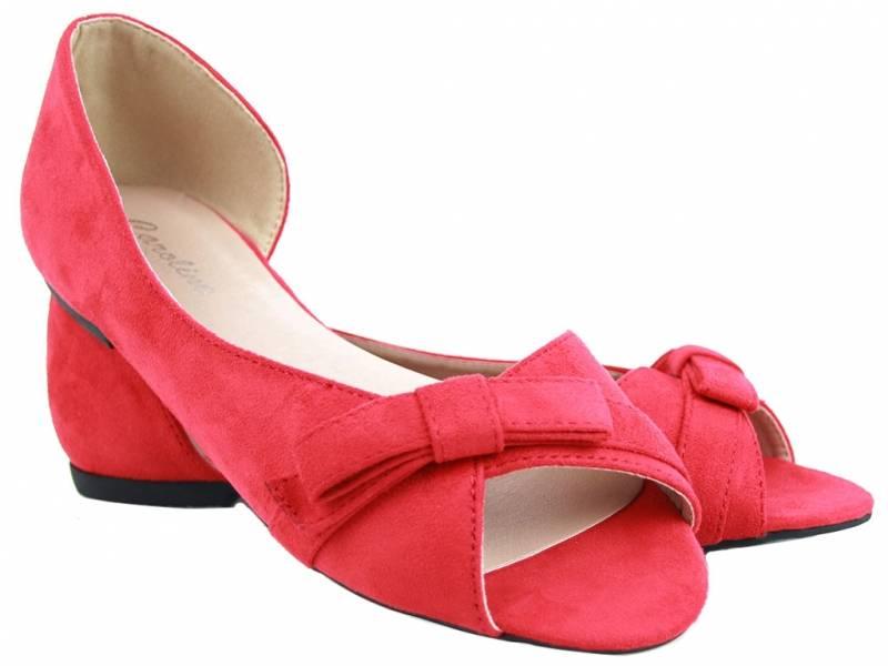 Červené balerínky ako sandálky semišové