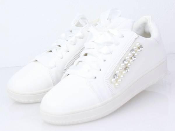 Biele perličkové tenisky
