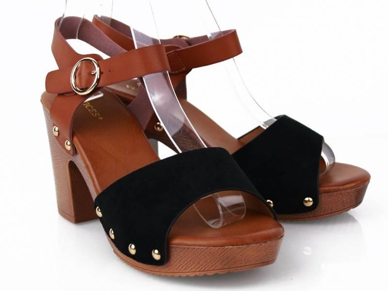 Čierne drevákové sandále
