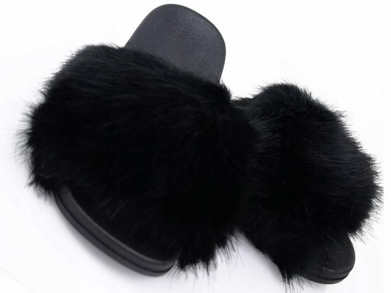 Čierne huňaté šľapky