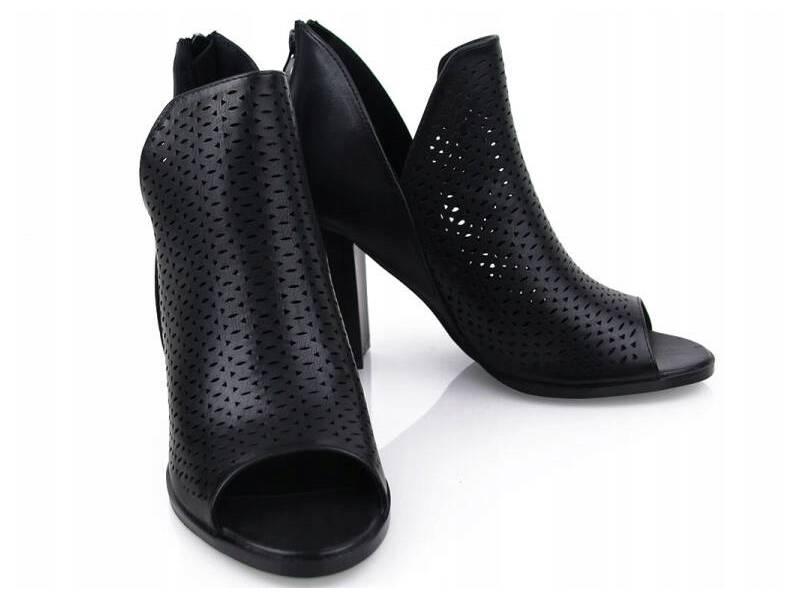 Čierne kožené sandálky