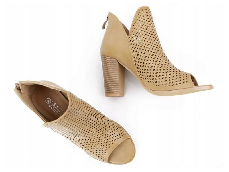 Béžové kožené sandálky