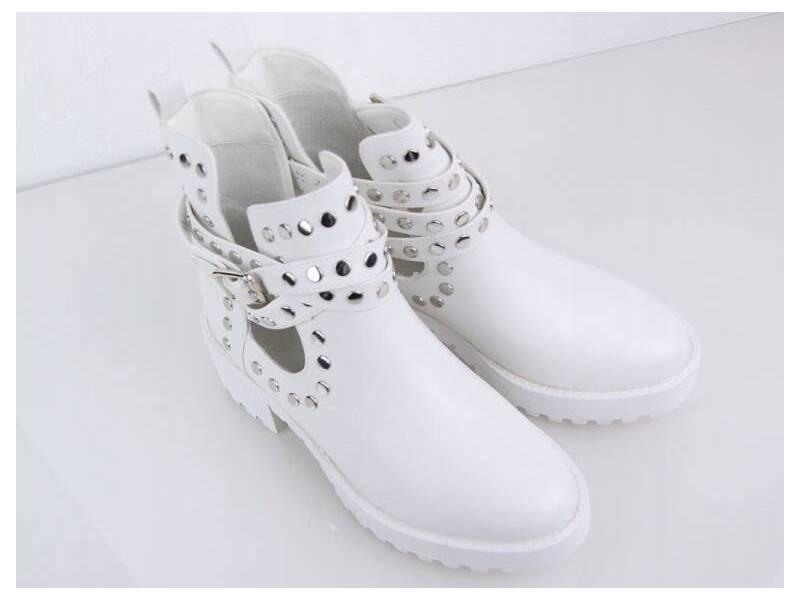 Biele vybíjané topánky