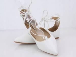 Biele šnúrovacie balerínky