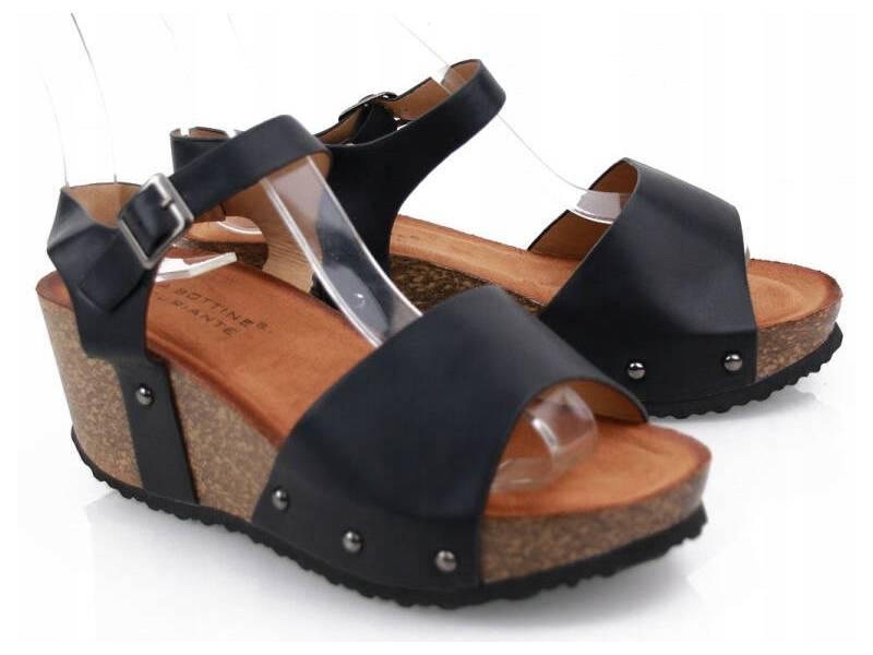 Korkové čierne sandálky