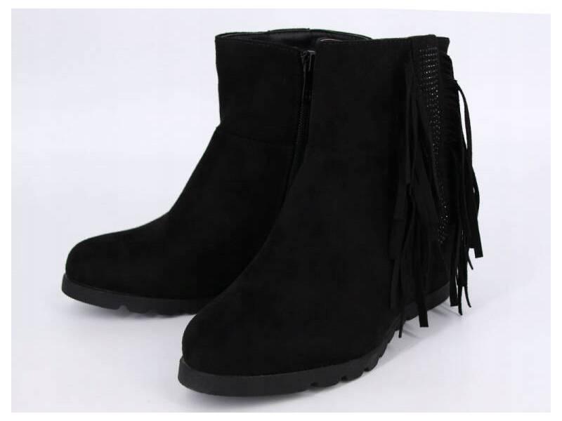 Čierne strapcové čižmy