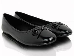 Čierne lesklé balerínky s mašličkou