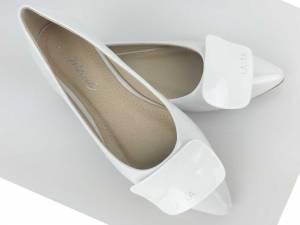 Lesklé biele balerínky