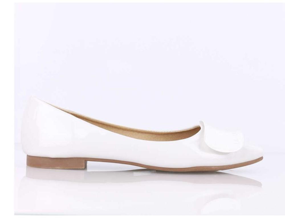 ... Lesklé biele balerínky ... 39615fb0a0f