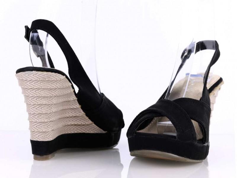 Sandálky na platforme čierne