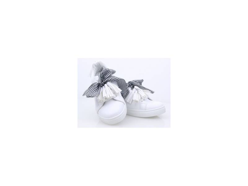 Biele tenisky so strapcami
