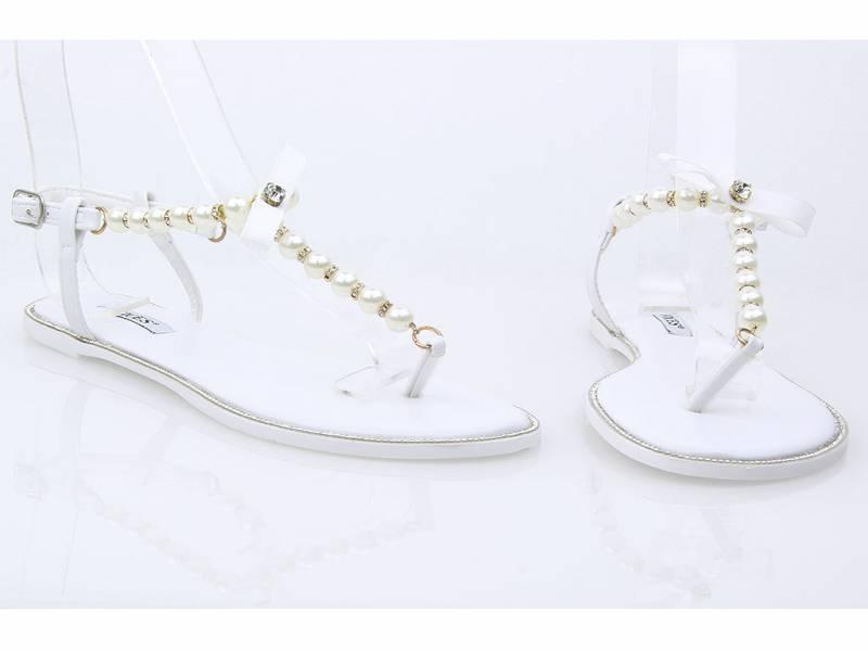 Biele perlové sandálky