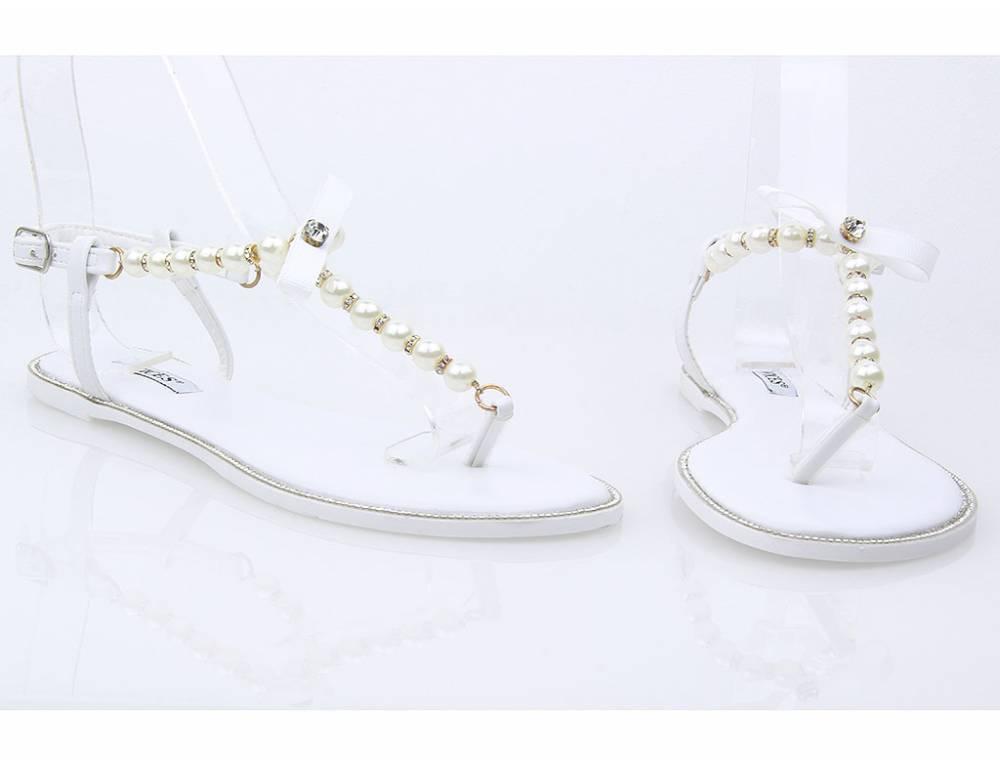 f9543d3eb6ec Biele perlové sandálky ...