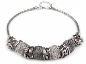 Kovový náhrdelník s drôtenými korálikmi